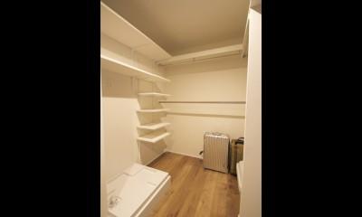 L型キッチンがご自宅の中心に。家族で囲むゆったり団らんスペース (ウォークインクローゼット)