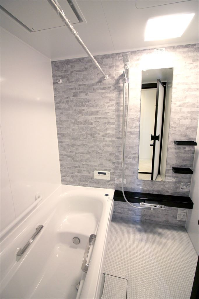 存在感のあるキッチン (浴室)