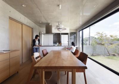 高台の家 –コンクリート打ち放し – (LDK)