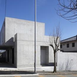 高台の家 –コンクリート打ち放し – (外観)