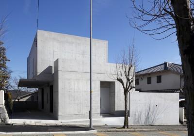 外観 (高台の家 –コンクリート打ち放し –)