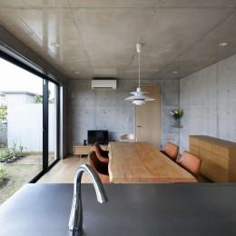 高台の家 –コンクリート打ち放し – (キッチン)