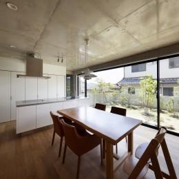高台の家 –コンクリート打ち放し – (ダイニングキッチン)
