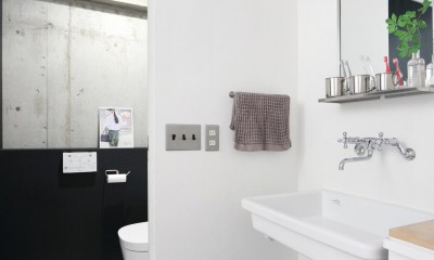 ナチュラル×ハード (洗面室・トイレ)