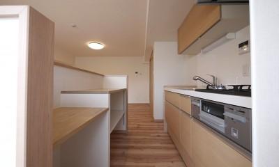 キッチン|畳コーナーと書斎のあるリビング