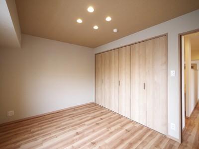 洋室 (畳コーナーと書斎のあるリビング)