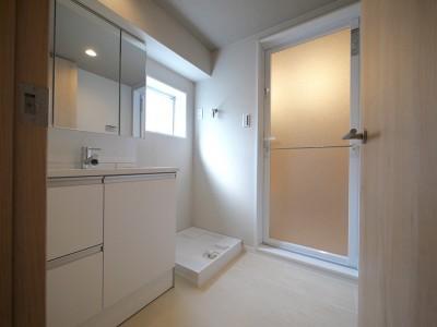 洗面室 (畳コーナーと書斎のあるリビング)