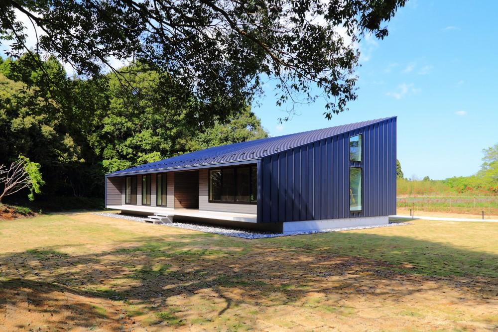 佐倉の週末住宅 子育て世代の自然の中の週末住宅 (建物外観(南西から))