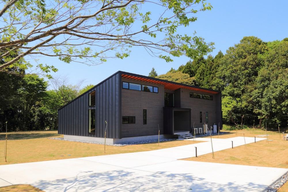 佐倉の週末住宅 子育て世代の自然の中の週末住宅 (建物外観(南東から))