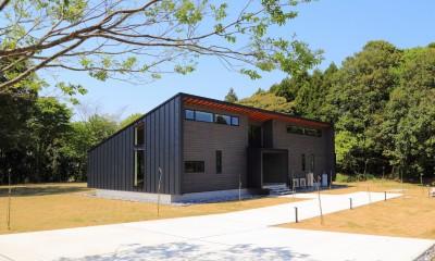 建物外観(南東から)|佐倉の週末住宅 子育て世代の自然の中の週末住宅