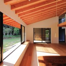 佐倉の週末住宅 子育て世代の自然の中の週末住宅 (リビングダイニング)