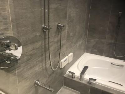 浴室 (広いバスタブのあるこだわりの浴室)