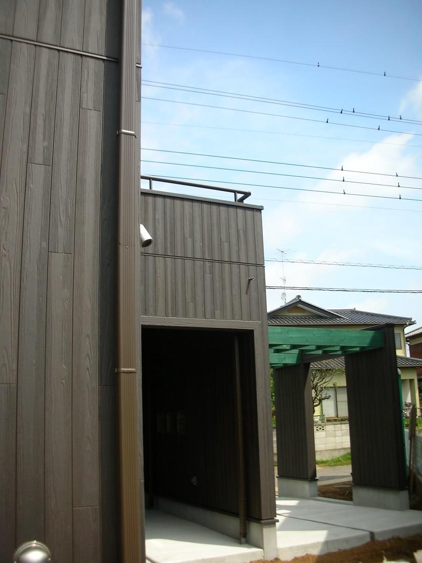 黒塗りの渋い民家 (南側から見る)