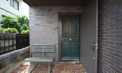 Shabby House  – パリのアパルトマンと酒部屋のある家 – (玄関 南仏アンティーク扉)