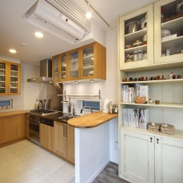 Shabby House  – パリのアパルトマンと酒部屋のある家 – (キッチン イケア)