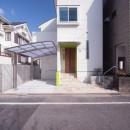 西荻の家(アーチ屋根と自然素材による木造住宅)の写真 外観(西側道路面)