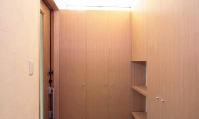 西荻の家(アーチ屋根と自然素材による木造住宅) (玄関)