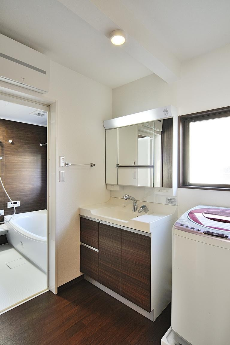 カウンターバーのあるLDK(二世帯住宅) (浴室・洗面室)