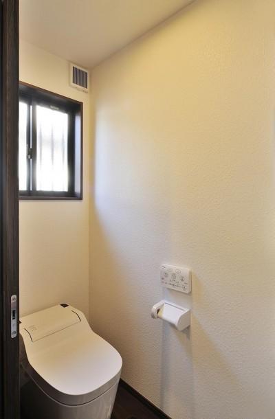 トイレ (二世帯の家族が集う、カウンターバーのあるLDK)