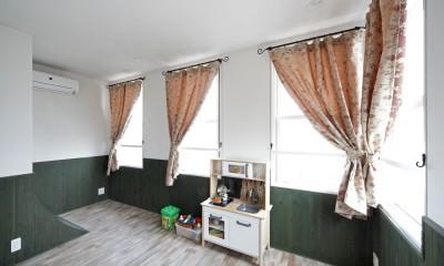 Shabby House  – パリのアパルトマンと酒部屋のある家 – (子供部屋)