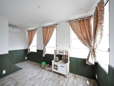子供部屋 (Shabby House  – パリのアパルトマンと酒部屋のある家 –)