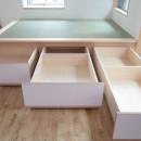 西荻の家(アーチ屋根と自然素材による木造住宅)の写真 畳下収納(引き出し形式の大型収納ボックス)
