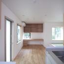 西荻の家(アーチ屋根と自然素材による木造住宅)の写真 ダイニング脇に設けた家族共用のデスクコーナー