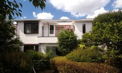 南側外観(庭から望む)|善福寺の家(広い庭とビルトインガレージのある2世帯住宅)