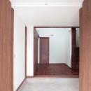 善福寺の家(広い庭とビルトインガレージのある2世帯住宅)の写真 玄関(両開きの木製扉を設けた玄関)