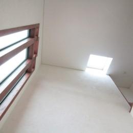 玄関(吹抜けの天井見上げ) (善福寺の家(広い庭とビルトインガレージのある2世帯住宅))