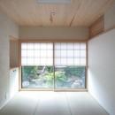 善福寺の家(広い庭とビルトインガレージのある2世帯住宅)の写真 たたみの間(入り口から南庭を望む)