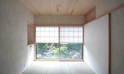 たたみの間(入り口から南庭を望む)|善福寺の家(広い庭とビルトインガレージのある2世帯住宅)