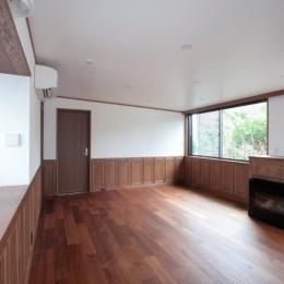 善福寺の家(広い庭とビルトインガレージのある2世帯住宅) (2階、子世帯のリビング)