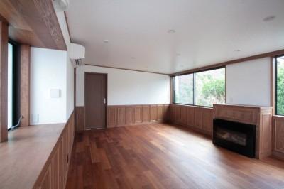 2階、子世帯のリビング (善福寺の家(広い庭とビルトインガレージのある2世帯住宅))