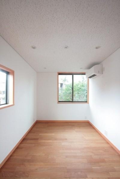 子供室(楽器練習の為の防音室) (善福寺の家(広い庭とビルトインガレージのある2世帯住宅))