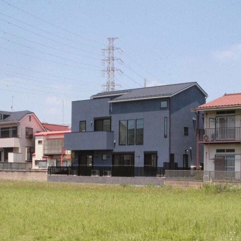大泉の家(大きなロフトとルーフテラスのある2世帯住宅) (南側外観)