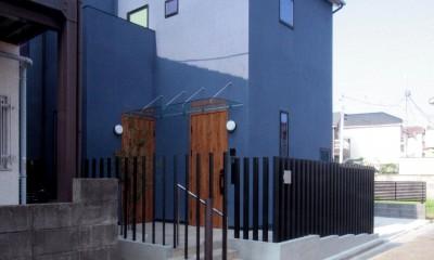 大泉の家(大きなロフトとルーフテラスのある2世帯住宅) (道路側の外観)
