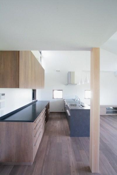 キッチン(2階、子世帯) (大泉の家(大きなロフトとルーフテラスのある2世帯住宅))