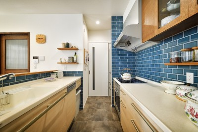キッチン (F邸_庭の緑と空間を楽しむ住まいをつくる)