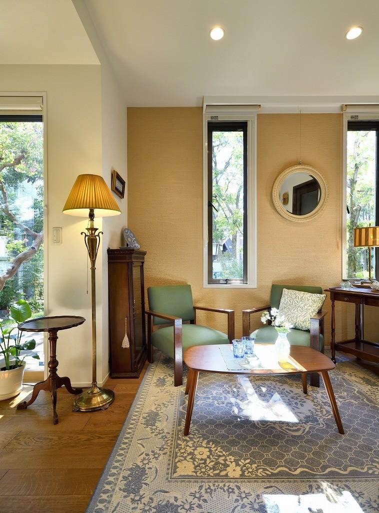 F邸_庭の緑と空間を楽しむ住まいをつくる (リビング)