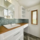 F邸_庭の緑と空間を楽しむ住まいをつくるの写真 洗面
