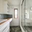F邸_庭の緑と空間を楽しむ住まいをつくるの写真 バスルーム