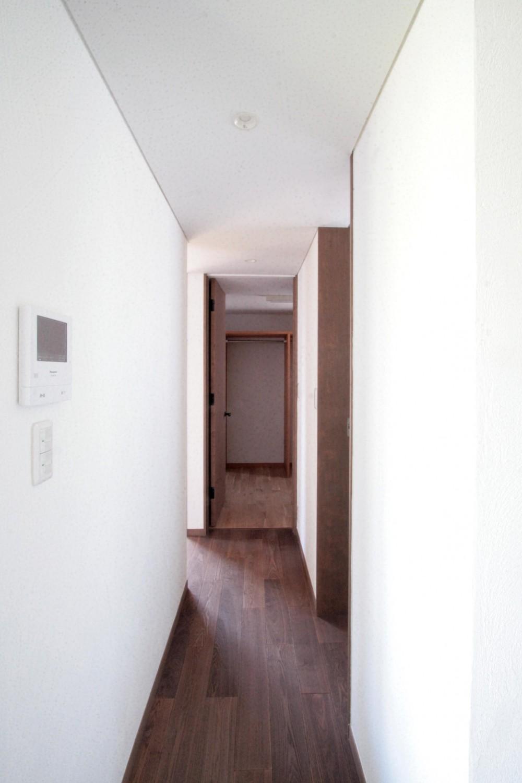 大泉の家(大きなロフトとルーフテラスのある2世帯住宅) (廊下(2階、子世帯))