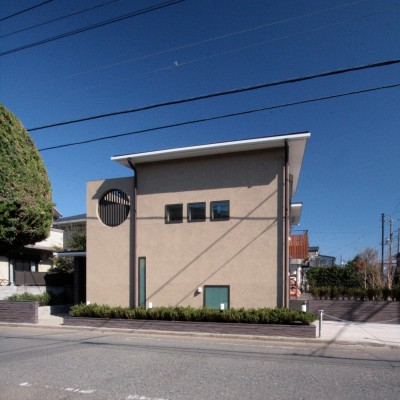 外観(敷地西側の主要道路側の外観) (大泉学園の家(薪ストーブを設けた吹抜けを中心とした自然素材の家))