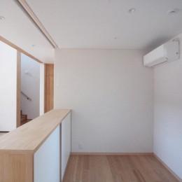 大泉学園の家(薪ストーブを設けた吹抜けを中心とした自然素材の家) (ピアノコーナー)