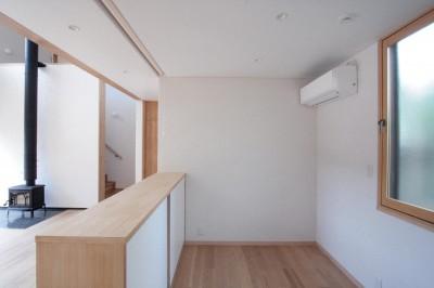 ピアノコーナー (大泉学園の家(薪ストーブを設けた吹抜けを中心とした自然素材の家))