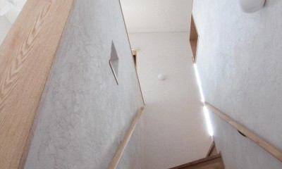 階段(リビング内階段)|大泉学園の家(薪ストーブを設けた吹抜けを中心とした自然素材の家)