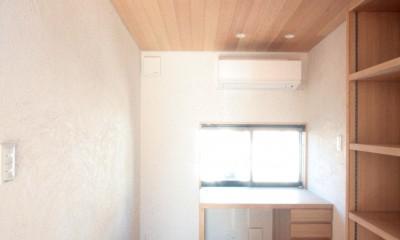 書斎(2階のデスクコーナー)|大泉学園の家(薪ストーブを設けた吹抜けを中心とした自然素材の家)