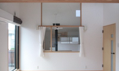 大泉学園の家(薪ストーブを設けた吹抜けを中心とした自然素材の家) (主寝室)