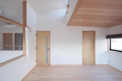 主寝室(ハイサイドライトから朝日が射し込む部屋) (大泉学園の家(薪ストーブを設けた吹抜けを中心とした自然素材の家))